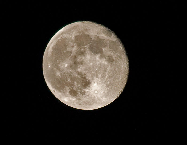La Lune au téléobjectif